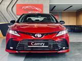 Toyota Camry 2021 года за 18 300 000 тг. в Алматы – фото 2