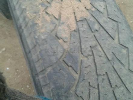 Шины на ландкрузер 265.70.16 за 90 000 тг. в Актобе – фото 3