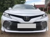 Toyota Camry 2018 года за 9 000 000 тг. в Каменск-Уральский