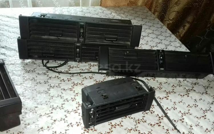 Дефлекторы Мерседес.124 за 111 111 тг. в Алматы