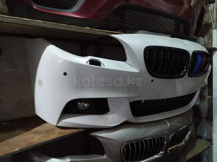 Бампер передний на BMW f10 M рестайлинг в сборе за 350 000 тг. в Алматы – фото 2