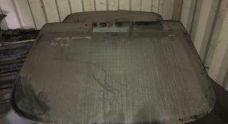 Стекло заднее лобовое на Мерседес 210 седан за 40 000 тг. в Караганда