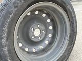 Комплект зимних шин со сверловкой 5х100 за 110 000 тг. в Атырау – фото 2
