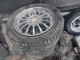 Хромированные диски с зимней резиной нокиан от инфинити fx35 на 20 за 110 000 тг. в Актобе