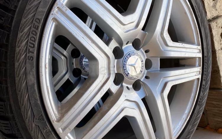 Комплект зимних колес на Mercedes w212 шины диски за 120 000 тг. в Усть-Каменогорск