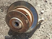 Ступицы с тормозными дисками и поворотными кулаками на Ваз-2121 за 20 000 тг. в Караганда