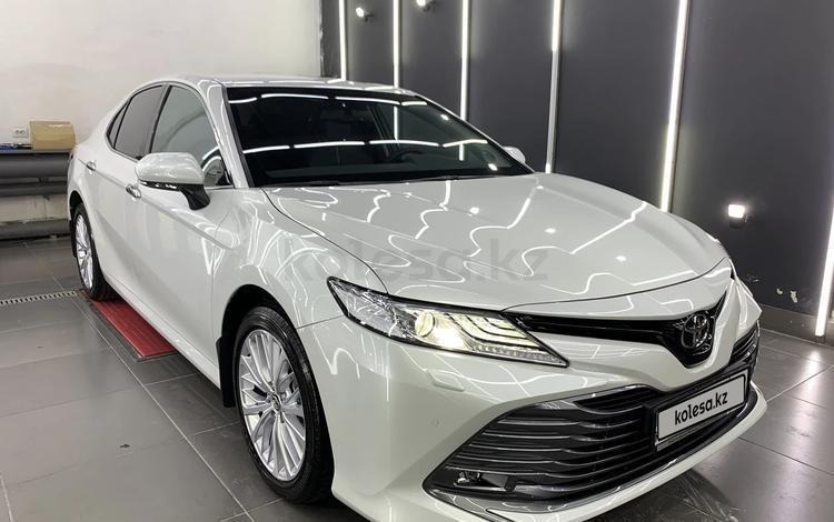 Toyota Camry 2019 года за 14 000 000 тг. в Алматы