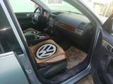 Volkswagen Touareg 2004 года за 3 300 000 тг. в Шиели – фото 5