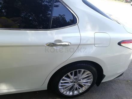 Toyota Camry 2019 года за 13 400 000 тг. в Алматы – фото 12