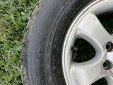 Шины с дисками от Toyota prado за 150 000 тг. в Уральск – фото 2