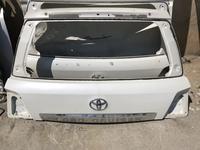 Верхняя крышка багажника Toyota Land cruiser200 за 30 000 тг. в Актау