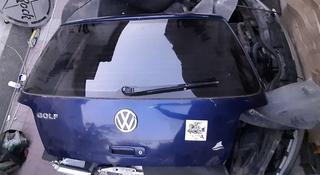Крышка багажника Volkswagen Golf IV за 25 000 тг. в Алматы