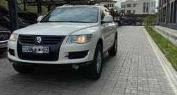Volkswagen Touareg 2008 года за 6 200 000 тг. в Алматы – фото 2