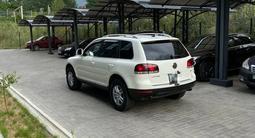Volkswagen Touareg 2008 года за 6 200 000 тг. в Алматы – фото 4