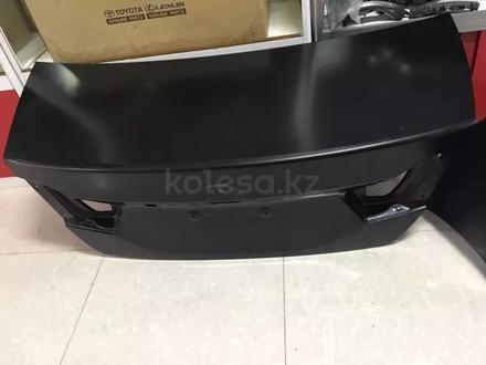Крышка багажника Toyota Camry 55 за 165 000 тг. в Костанай – фото 2