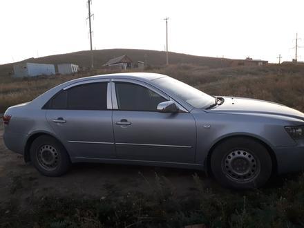 Hyundai Sonata 2006 года за 3 500 000 тг. в Усть-Каменогорск – фото 2