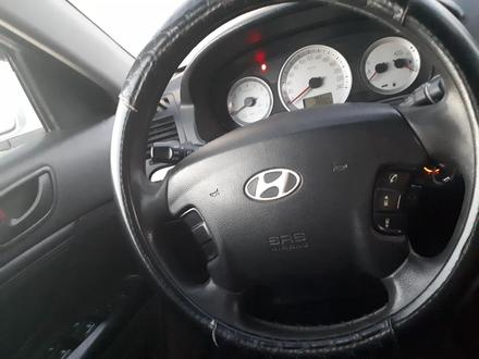 Hyundai Sonata 2006 года за 3 500 000 тг. в Усть-Каменогорск – фото 3