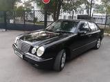 Mercedes-Benz E 320 1999 года за 3 100 000 тг. в Караганда – фото 2