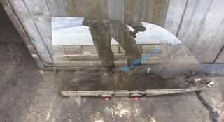 Стекло задней левой двери за 3 000 тг. в Алматы