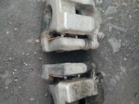 Суппорт задний камри 40 за 5 000 тг. в Нур-Султан (Астана)