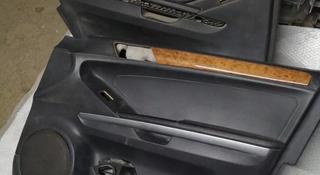 Обшивка передней правой двери на Mercedes Benz GL 450 x164 за 20 000 тг. в Алматы