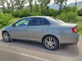 Volkswagen Jetta 2005 года за 3 000 000 тг. в Алматы – фото 2