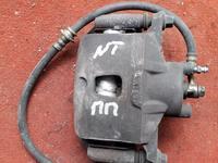 Суппорт тормозной передний правый на Nissan Tiida, v1.5, HR15 (2005… за 10 000 тг. в Караганда