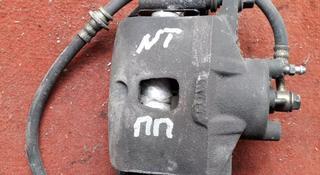 Суппорт тормозной передний правый на Nissan Tiida, v1.5, HR15 (2005… за 15 000 тг. в Караганда