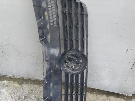 Решетка радиатора на, vw transporter t5 за 15 000 тг. в Алматы – фото 3