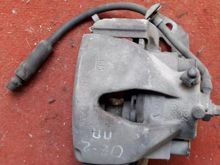 Суппорт тормозной передний правый на OPEL Zafira v1.8 бензин (2001… за 10 000 тг. в Караганда