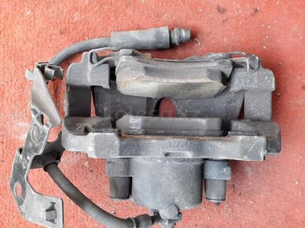 Суппорт тормозной передний правый на OPEL Zafira v1.8 бензин (2001… за 10 000 тг. в Караганда – фото 2