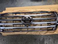 Решетка радиатора под камеру на Toyota Land Cruiser 200 2012-2015 за 708 тг. в Алматы
