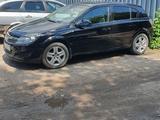 Opel Astra 2010 года за 3 100 000 тг. в Караганда – фото 2