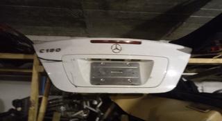 Крышка багажника Mercedes W203 за 25 000 тг. в Алматы