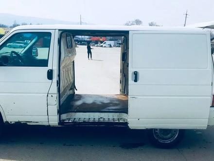 Volkswagen Transporter 2001 года за 2 200 000 тг. в Алматы – фото 4