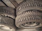 Шины на ВАЗ комплект с дисками на 14 зима за 100 000 тг. в Костанай