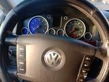 Volkswagen Touareg 2005 года за 4 500 000 тг. в Семей