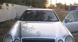Mercedes-Benz E 200 1999 года за 1 800 000 тг. в Уральск – фото 2