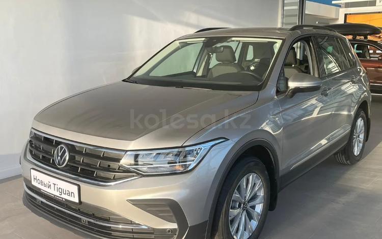 Volkswagen Tiguan Respect (2WD) 2021 года за 12 800 000 тг. в Атырау