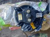 Моторчик печки с реостатом опель корса 2008г за 22 000 тг. в Актобе