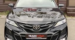 Toyota Camry 2019 года за 15 500 000 тг. в Караганда – фото 2