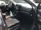 Toyota Highlander 2011 года за 10 500 000 тг. в Тараз – фото 4
