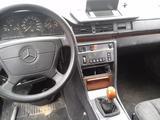Mercedes-Benz E 300 1992 года за 10 000 тг. в Атырау – фото 2