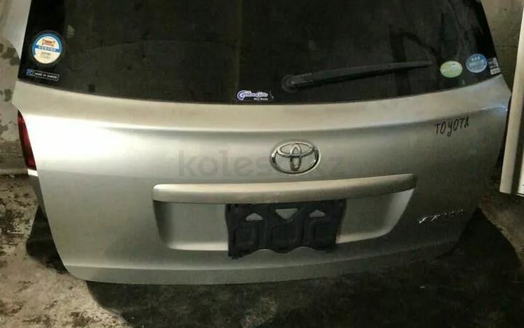 Крышка багажника Toyota avensis универсал за 27 500 тг. в Караганда