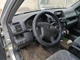 Honda CR-V 2004 года за 3 300 000 тг. в Актобе – фото 3