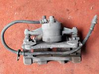 Суппорт тормозной передний левый на Toyota Avensis, V 2.0, 2.4… за 15 000 тг. в Караганда