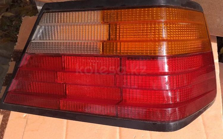 Мерседес w124 фонарь задний правый в отличном состоянии за 7 000 тг. в Алматы