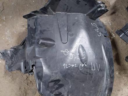 Подкрыльник передний левый задний часть на BMW x6 e71 за 30 000 тг. в Алматы