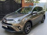 Toyota RAV 4 2015 года за 10 400 000 тг. в Караганда