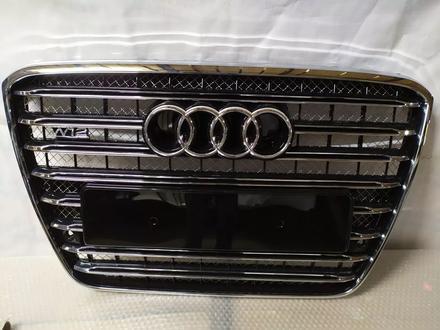 Решётка передняя центрального радиатора на Audi a8 d4 w12 за 200 000 тг. в Алматы